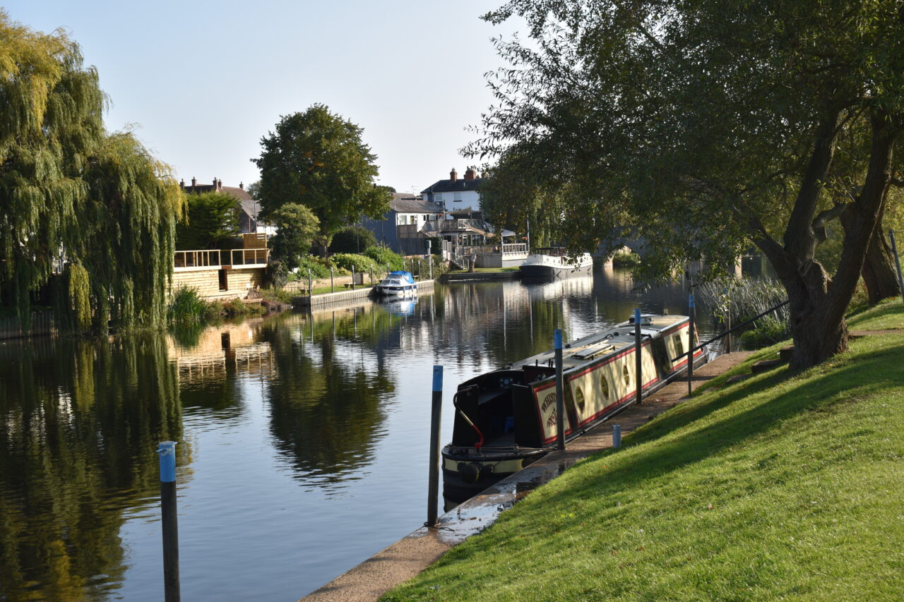 Canal boats on the Avon at Bidford